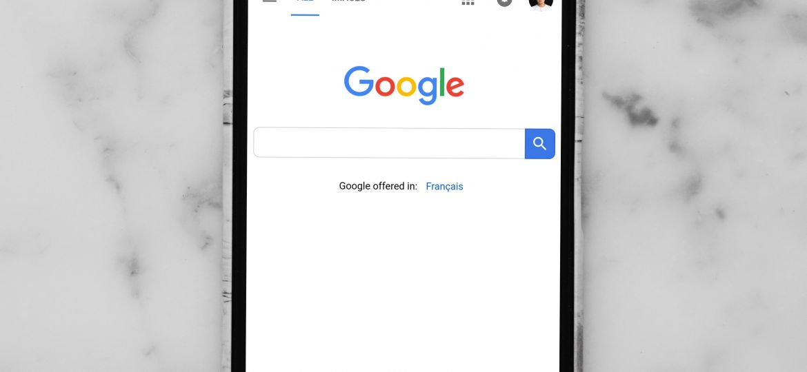 Google Search engine on a mobile phone
